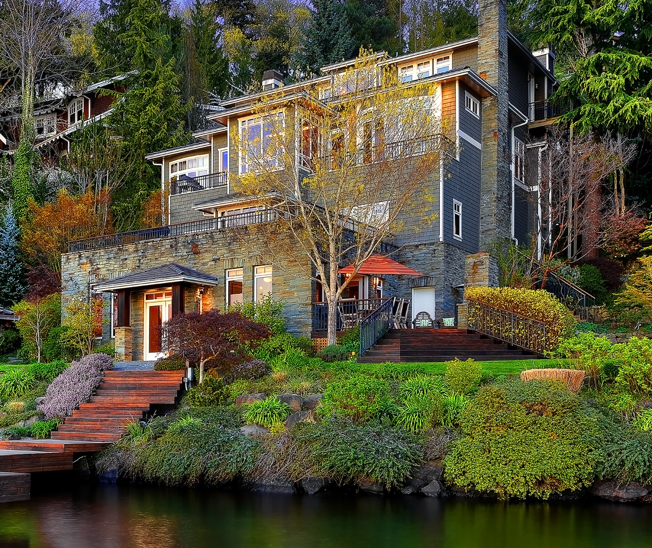 Photo of lake front PNW home by Seattle Residential Architect
