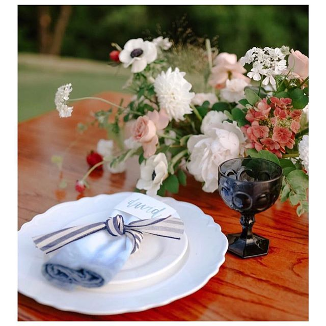 Still loving this shoot from the @patriotgolfclub 💕 Hand-dipped #indigo napkins. Make your wedding special with the little touches - naturally dyed napkins, placement cards, bridal robes, ribbons. Whatever your heart can dream, @michellebiascreative can assist you in making that dream come true! * * #handdipped #naturallydyed #plantdyed #fooddyed #somethingblue #forever #brides #bridal #weddings #wedding #bridalgifts #weddingday #thedetails #heartstuff Photo:  @wendy.bobarikin  Florals: @anthousai  Calligraphy: @everlettery