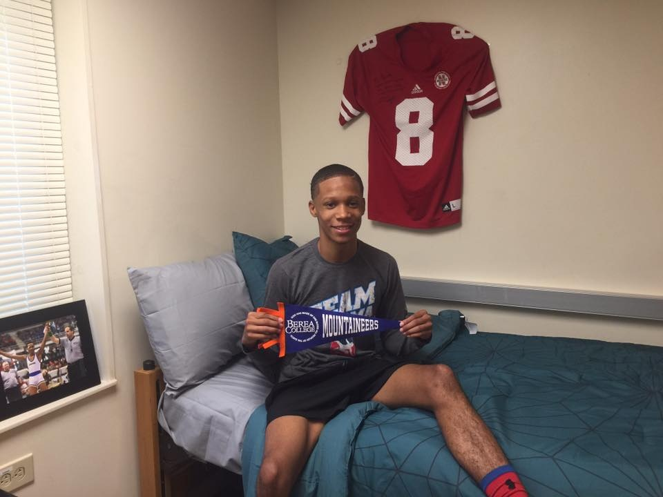Jailen on freshman move-in day at Berea College.