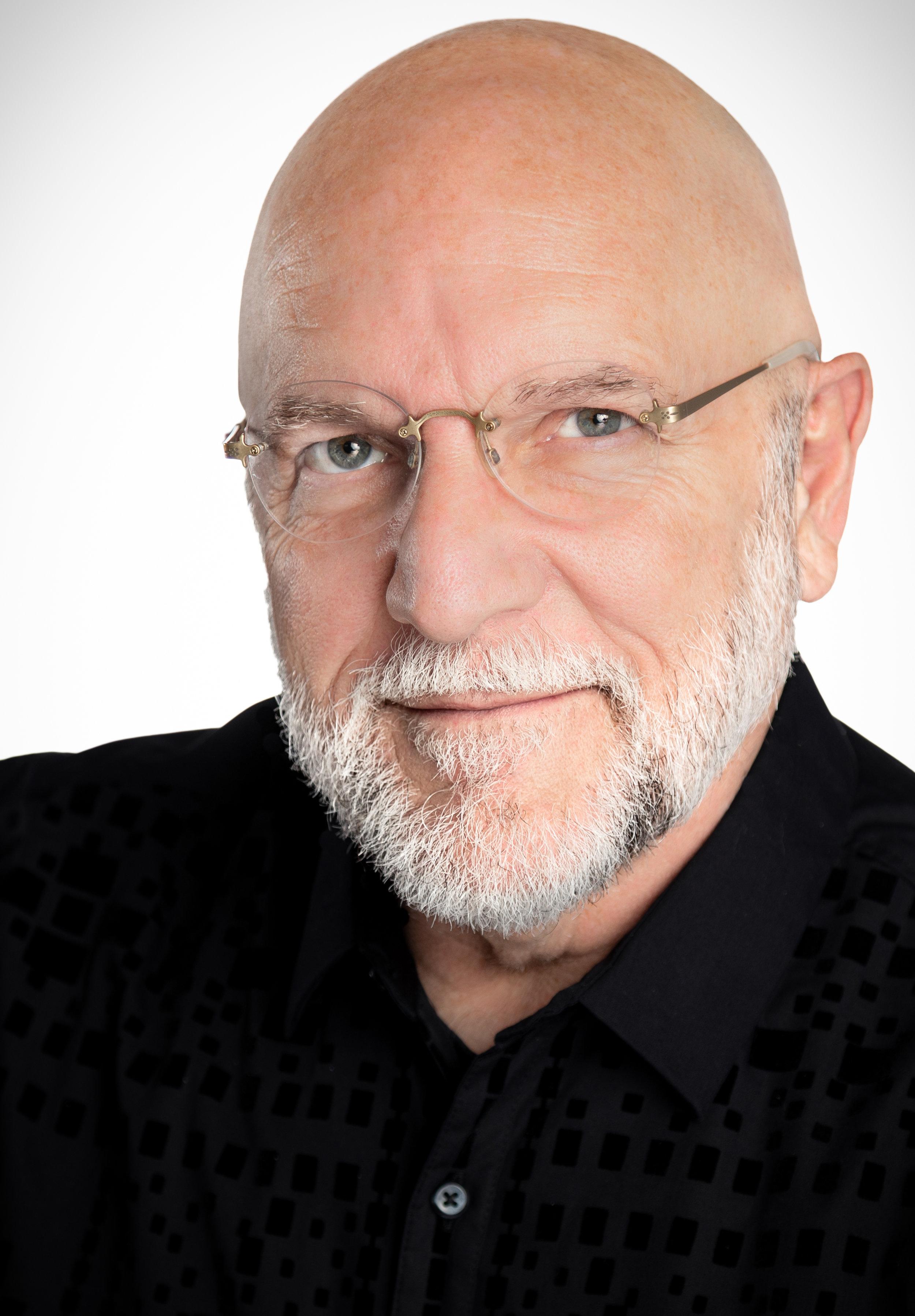 Dr. Tim Seelig , Artistic Director