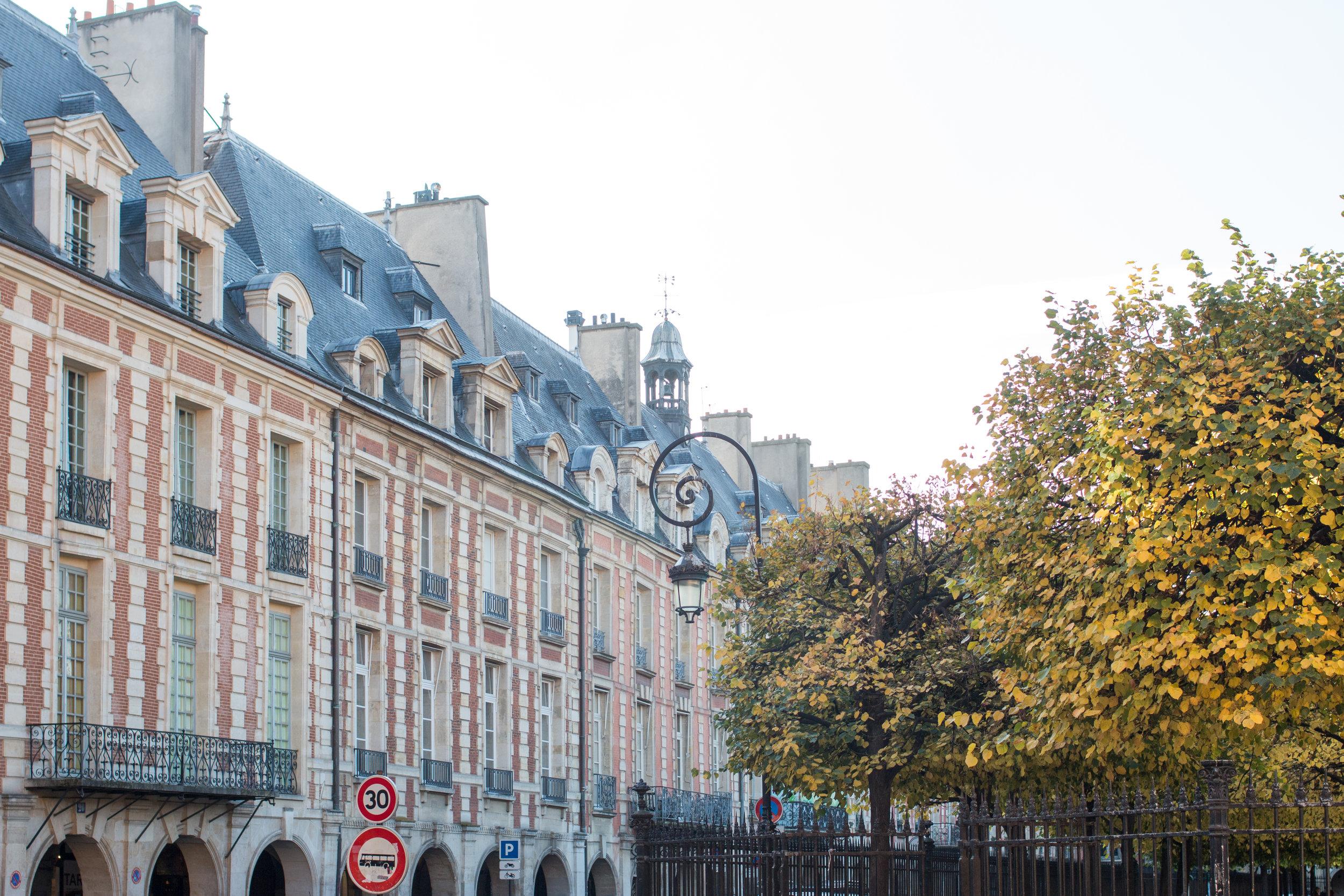 Place de Vosges @rebeccaplotnick