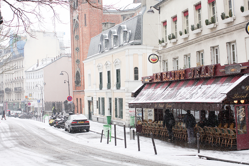 rue des abbesses in the snow @rebeccaplotnick