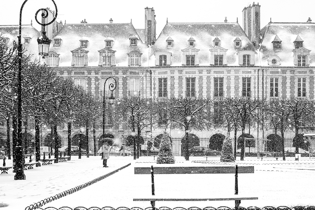 place de vosges in the snow @rebeccaplotnick