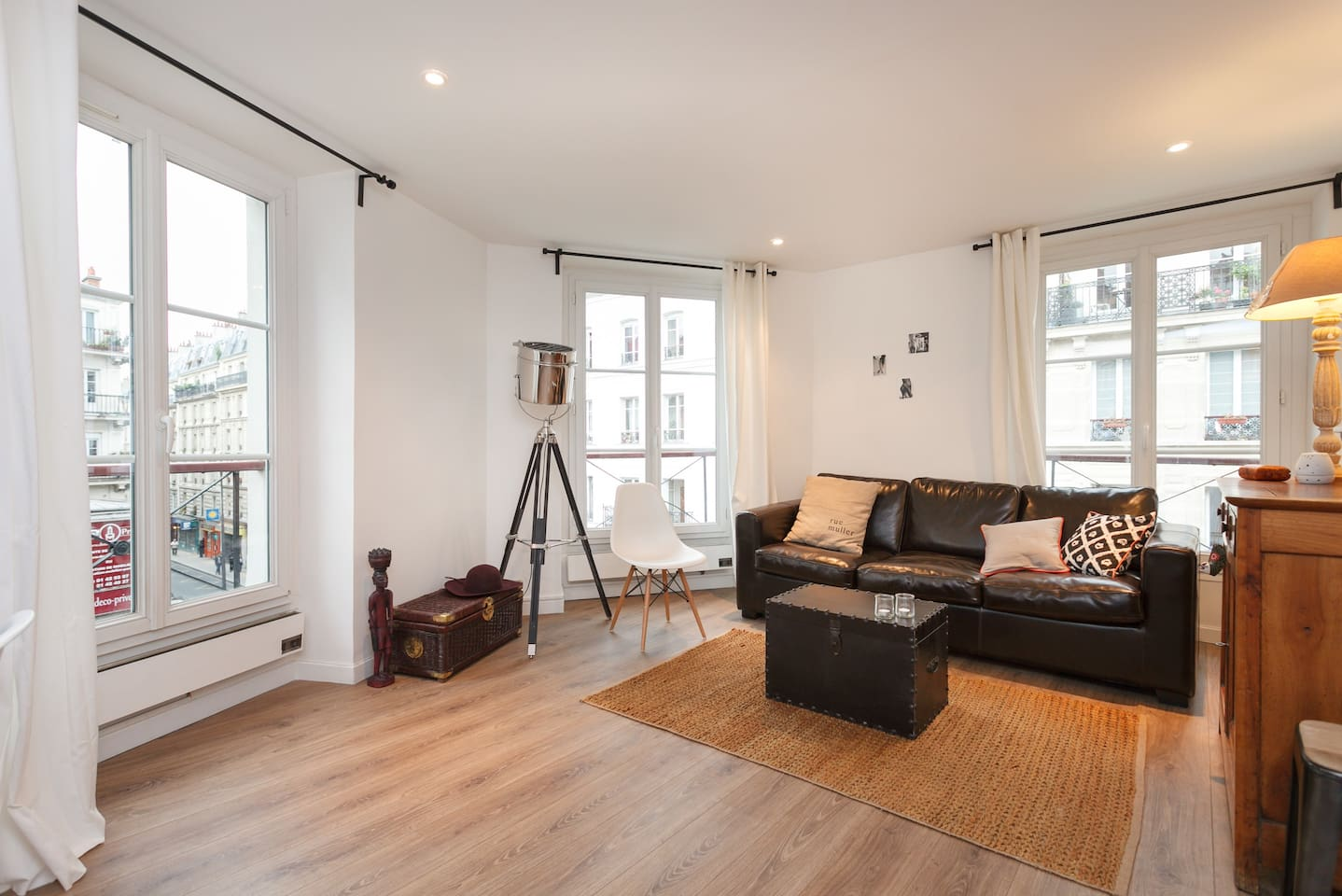 montmartre paris apartment airbnb