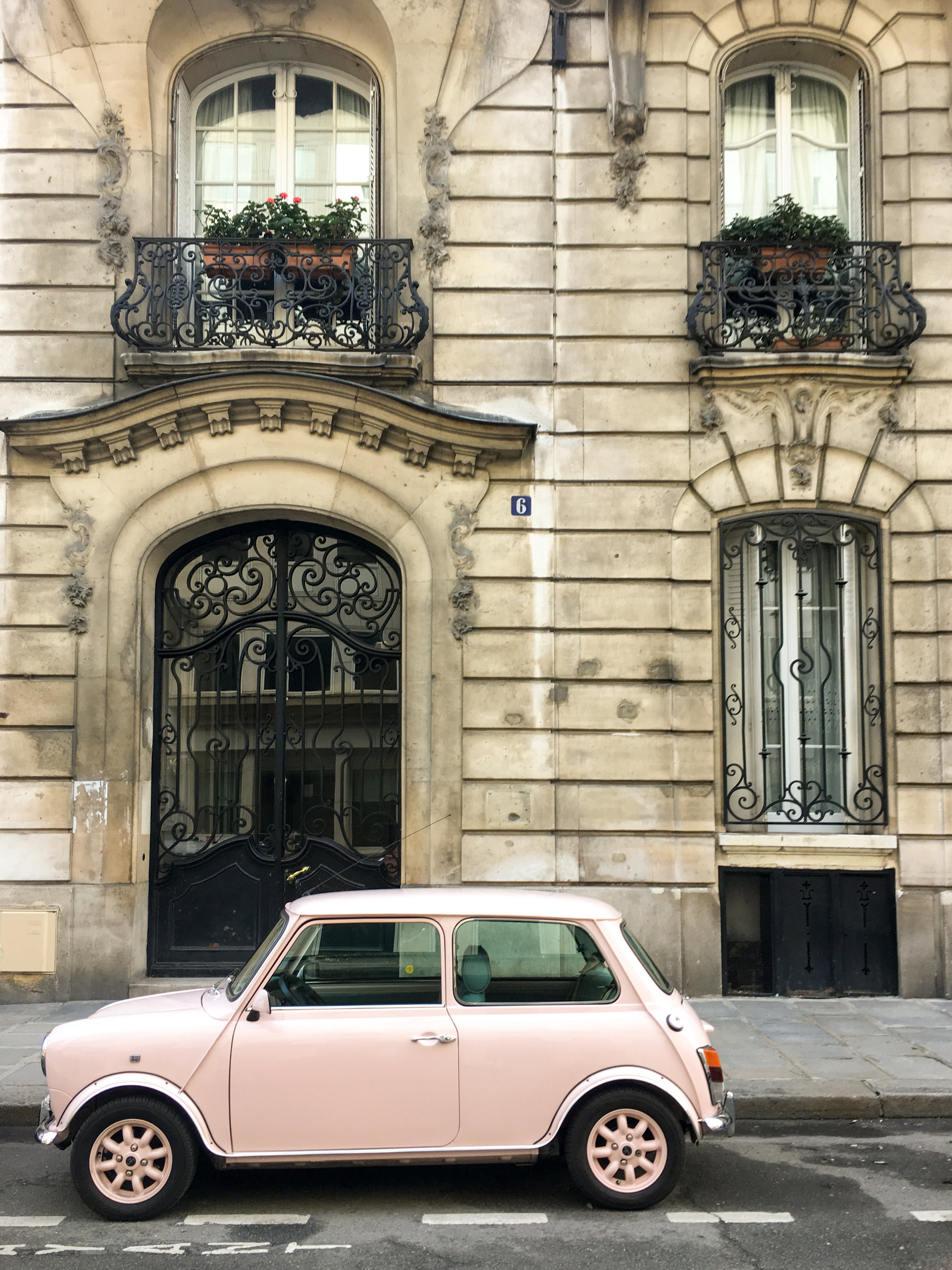 paris pink car