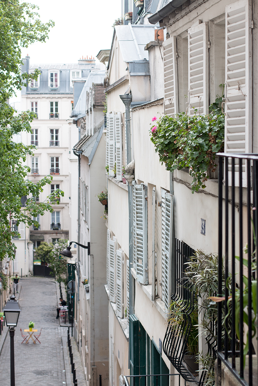 montmarte life in paris via every day parisian