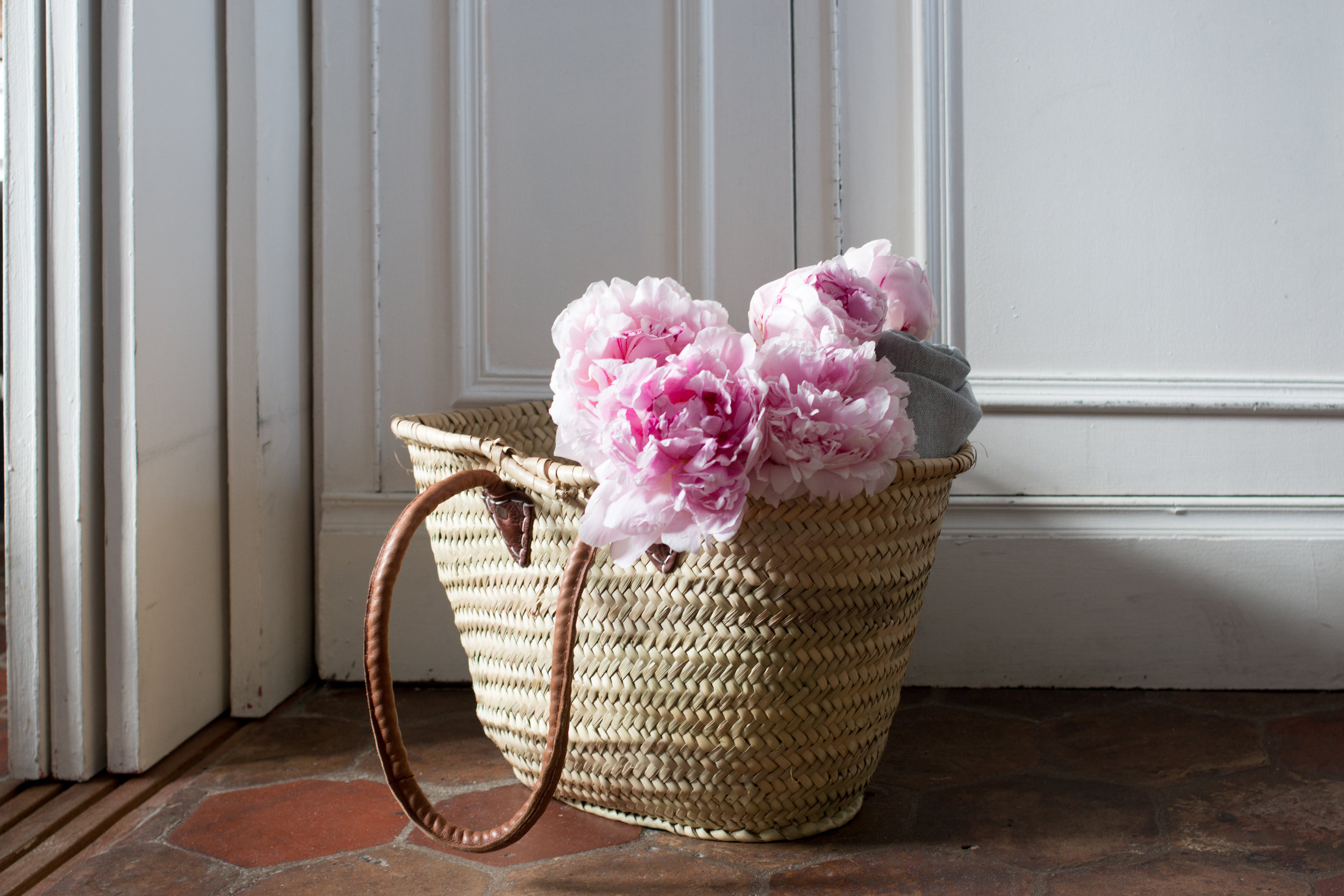 paris pink peonies via everyday parisian paris in the summer rebecca plotnick