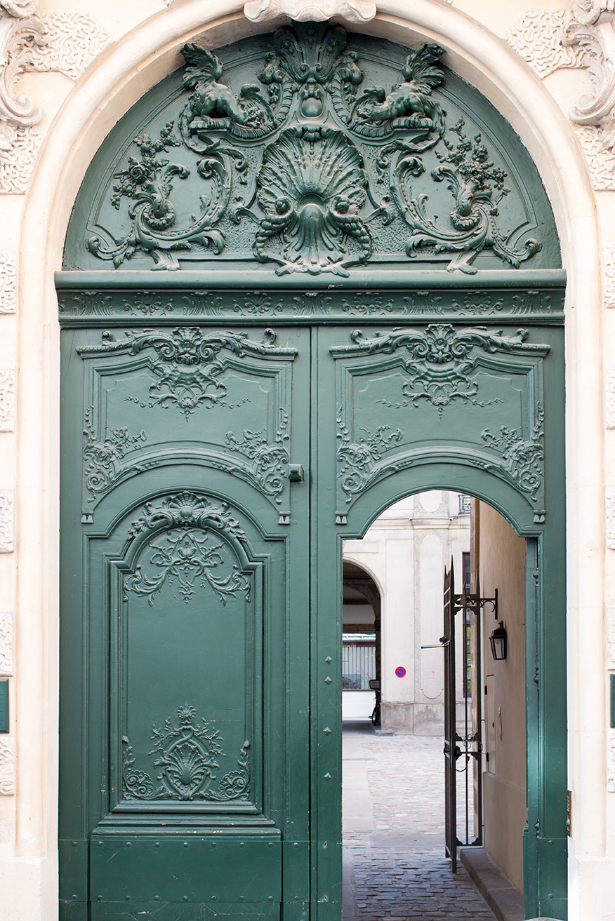 green door in paris france