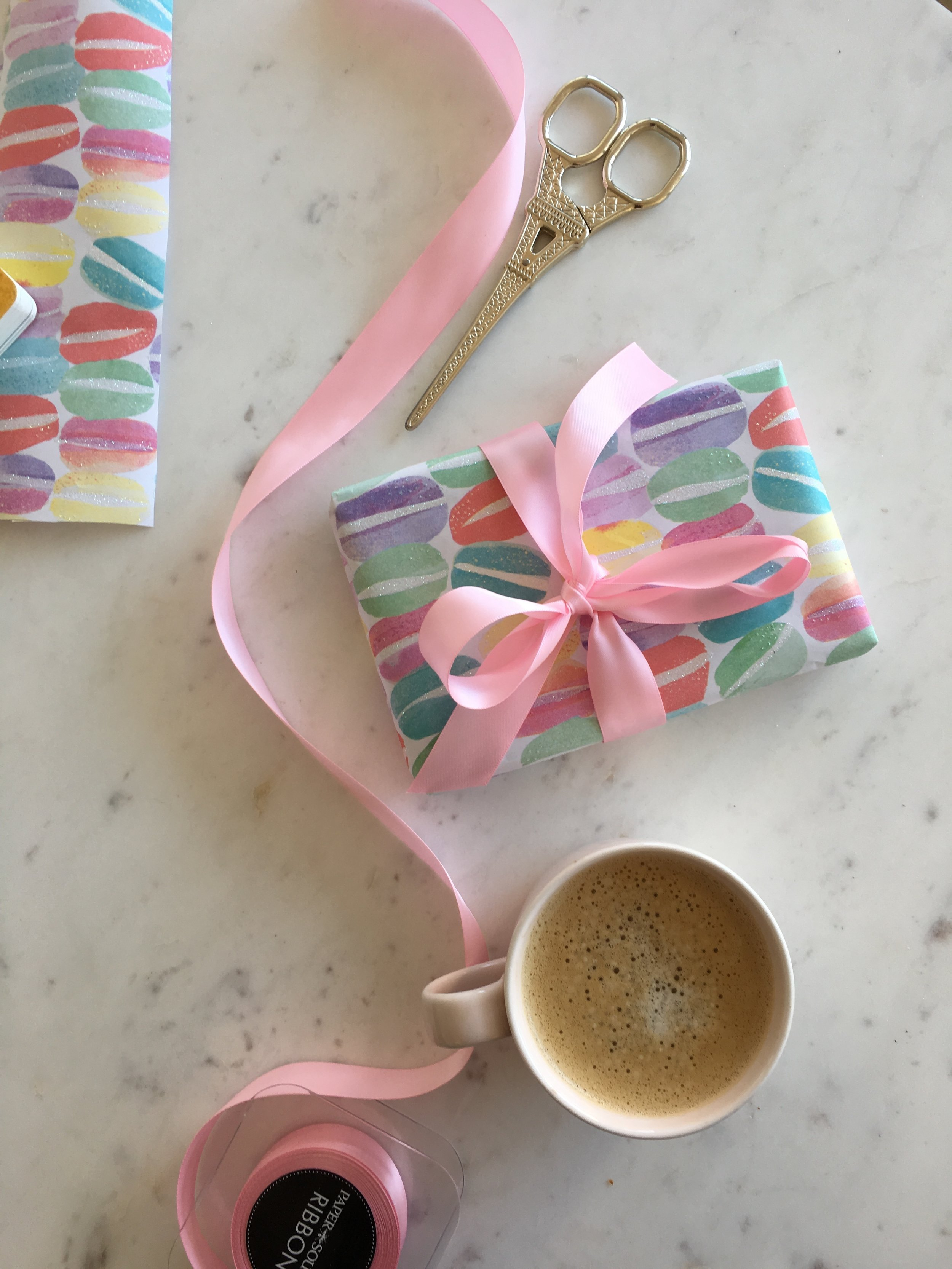wrapping paper macaron