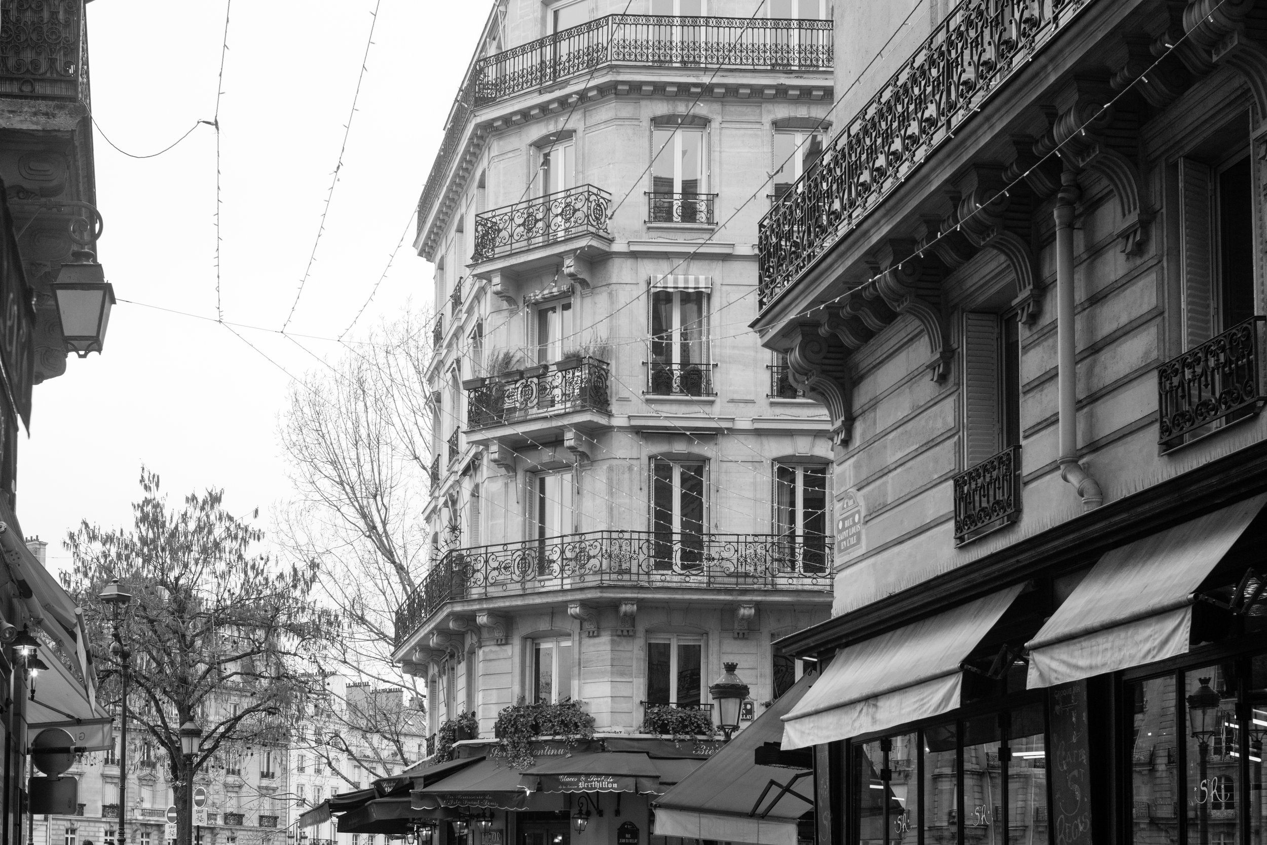 paris france ile st louis black and white