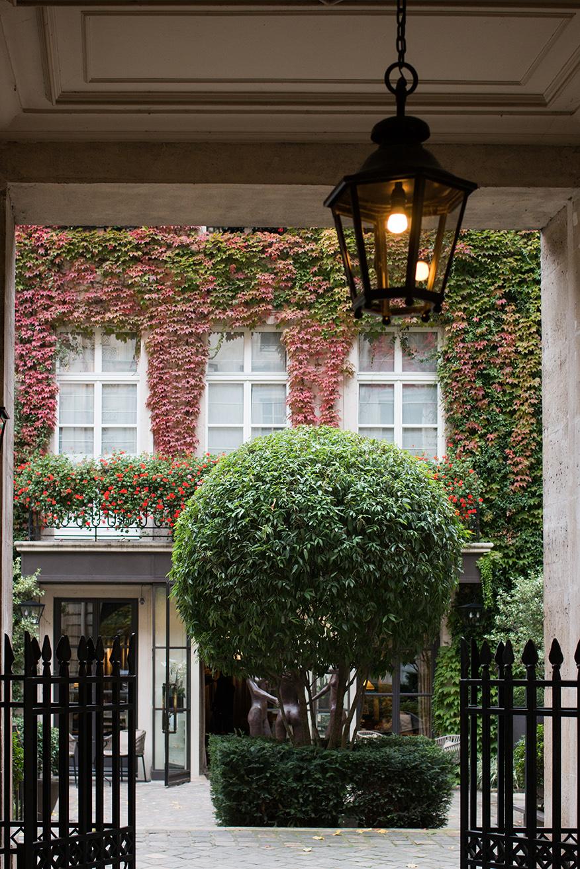 pavillon de la reine paris france boutique hotel