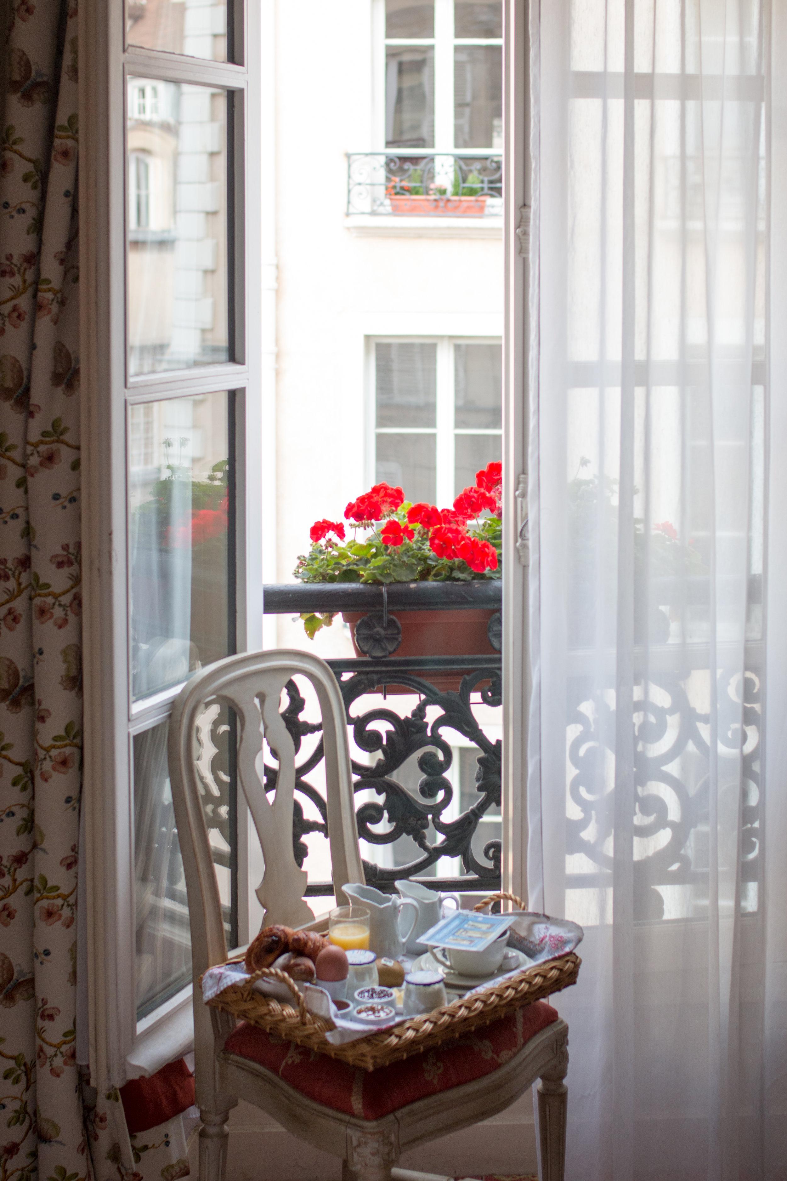 hotel caron de beaumarchais paris france