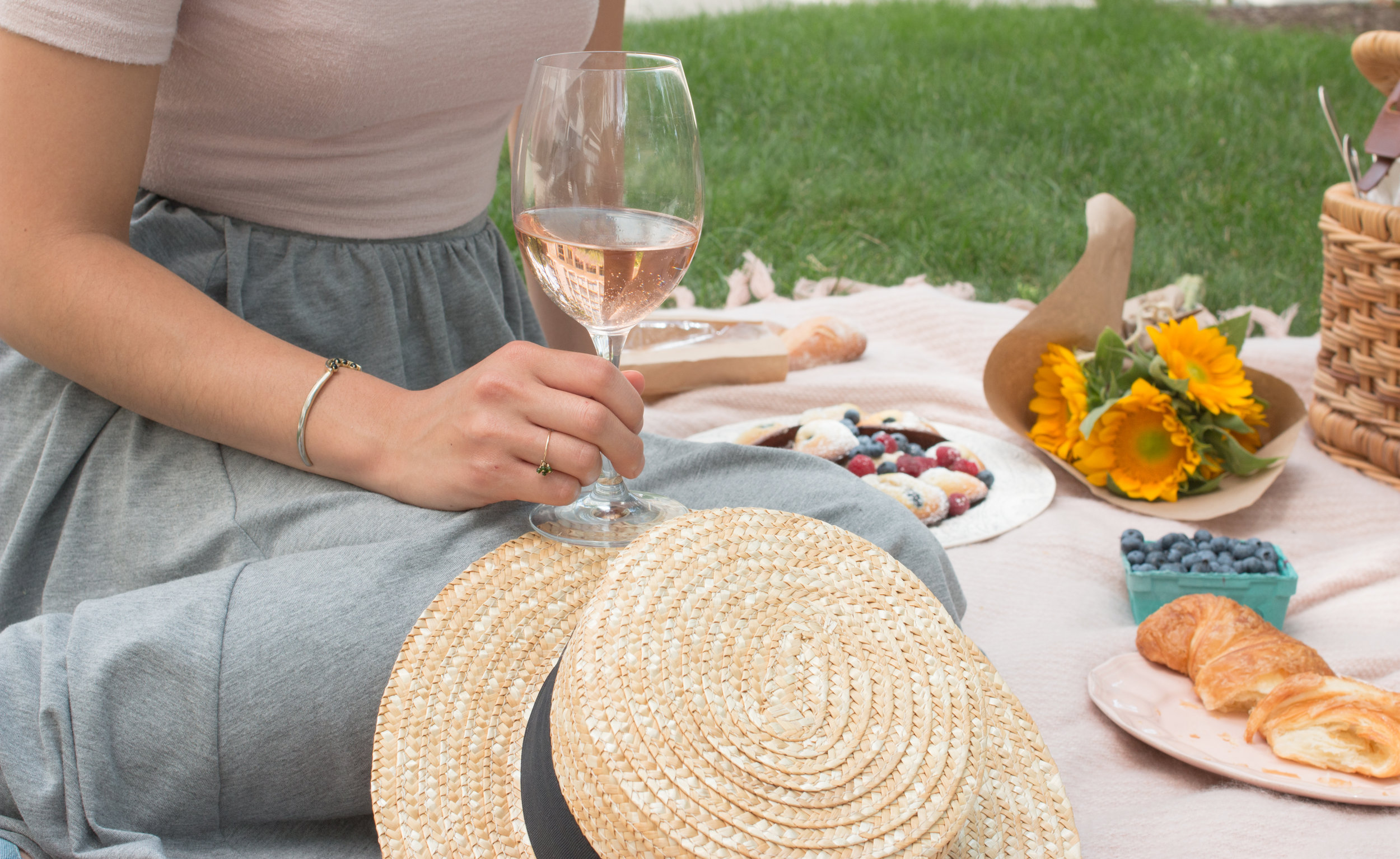 how to host a parisian picnic wherever you are via everyday parisian