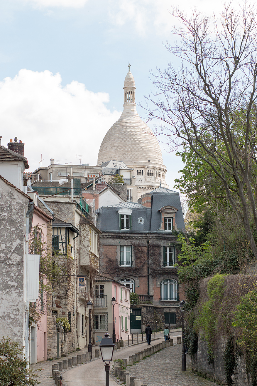 everyday parisian paris france montmartre