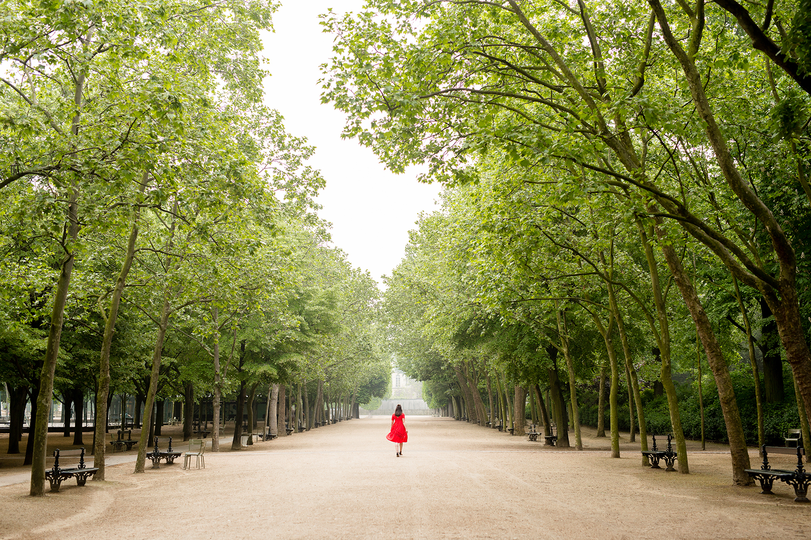 solo female travel to paris photo by katie donnelly photography