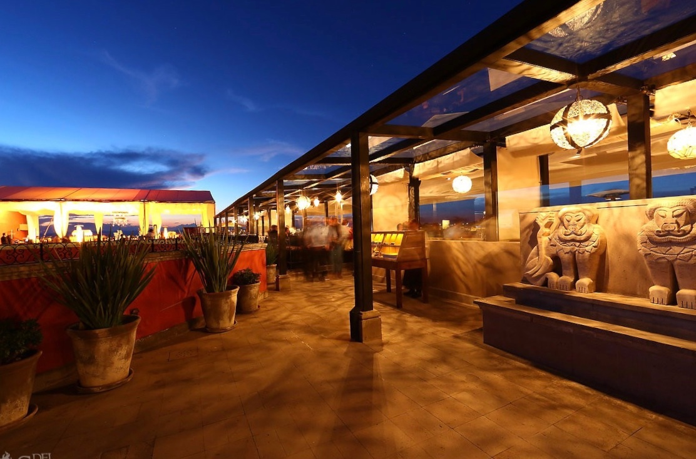 Lunas Rooftop Tapas Bar