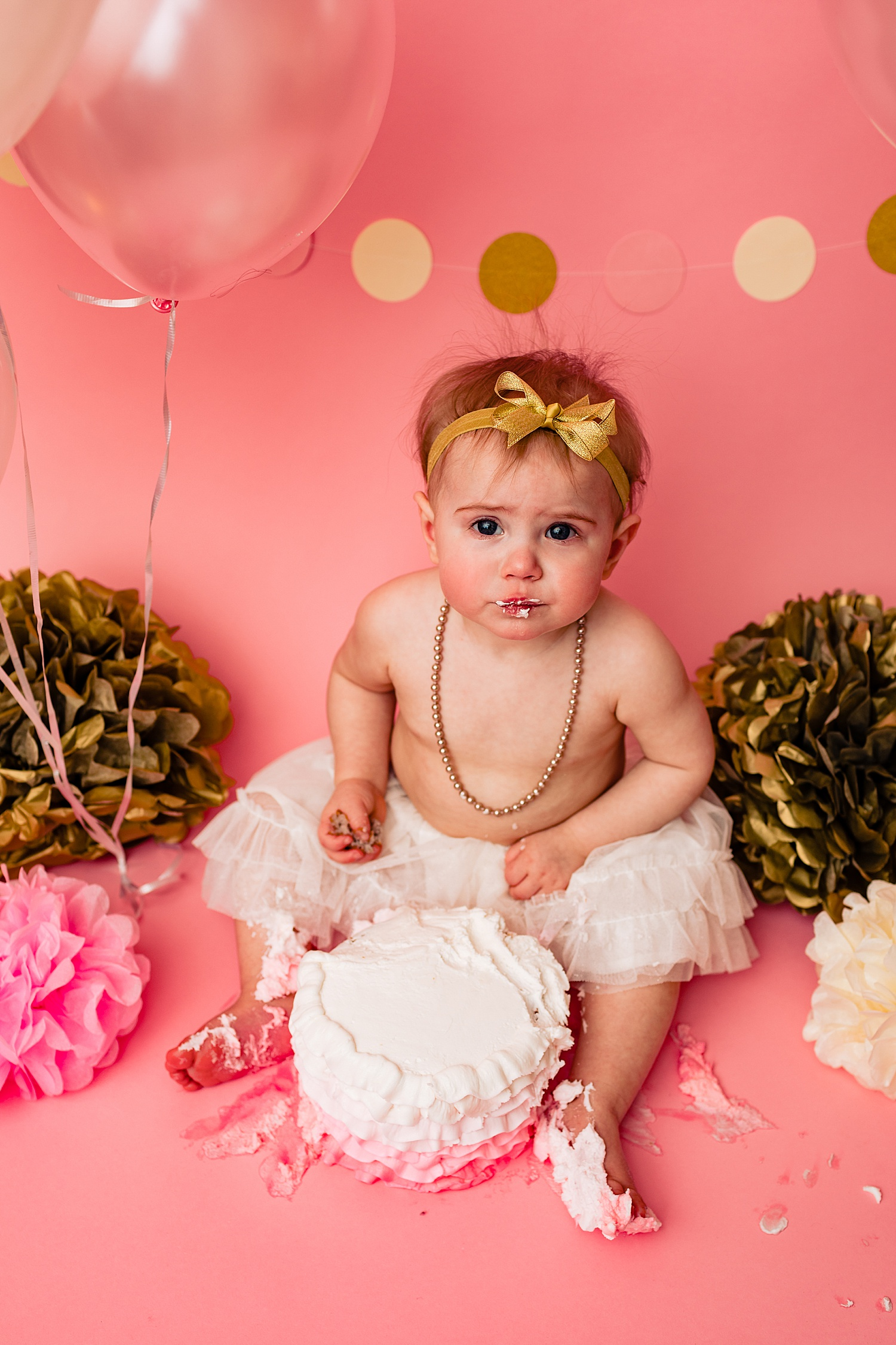 Berks County Pennsylvania one year birthday cake smash photographer photoshoot