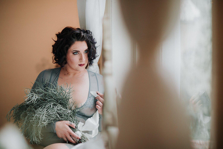 Philadelphia Pennsylvania mansion boudoir photographer curvy plus-sized model