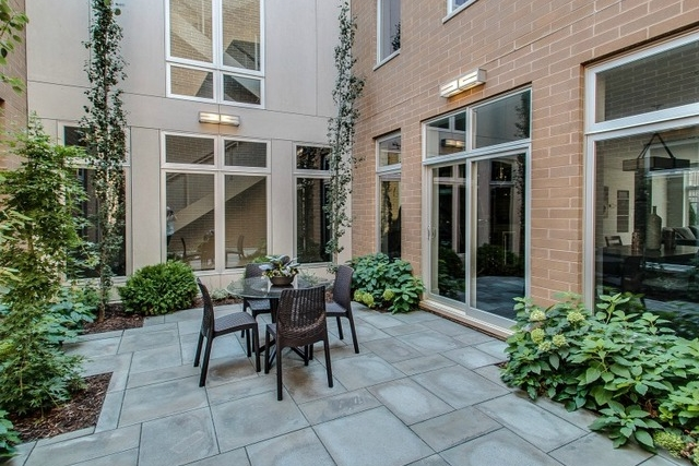 4534 Damen (enclosed courtyard).jpg