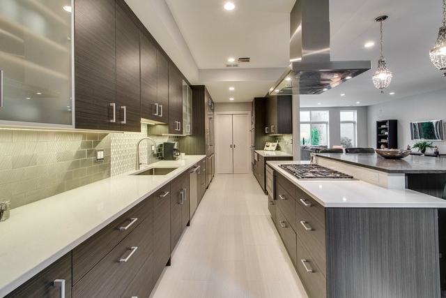 4534 Damen (kitchen).jpg