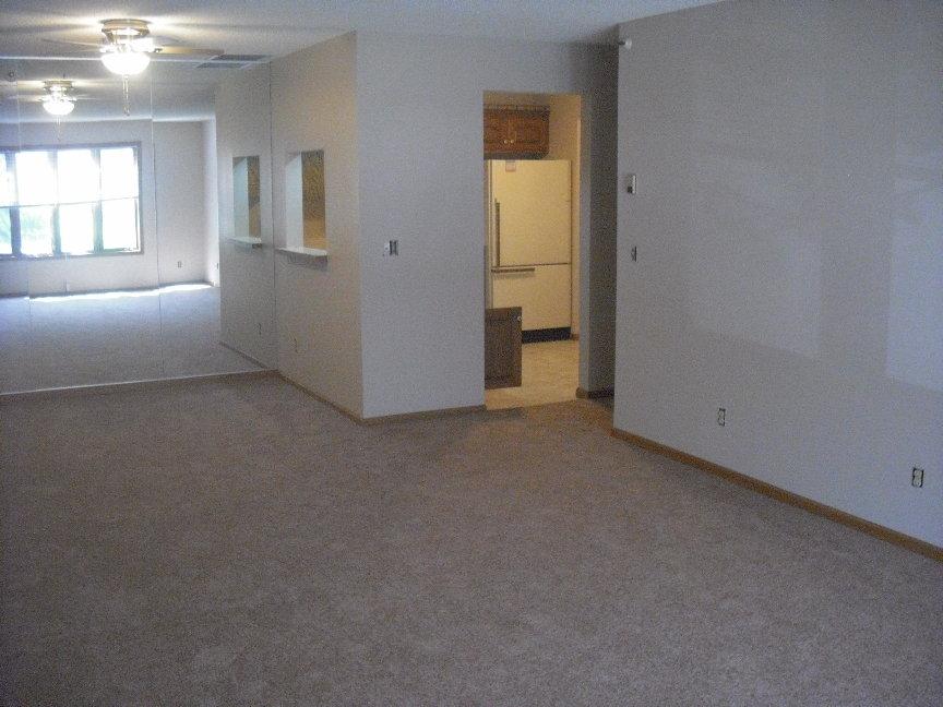 Living Room #107.JPG