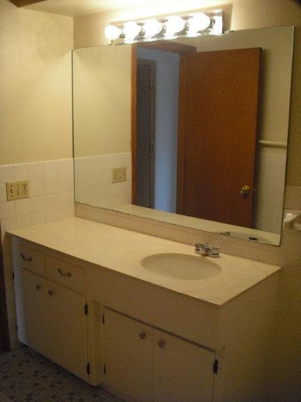 1987 DeSoto Bathroom.JPG