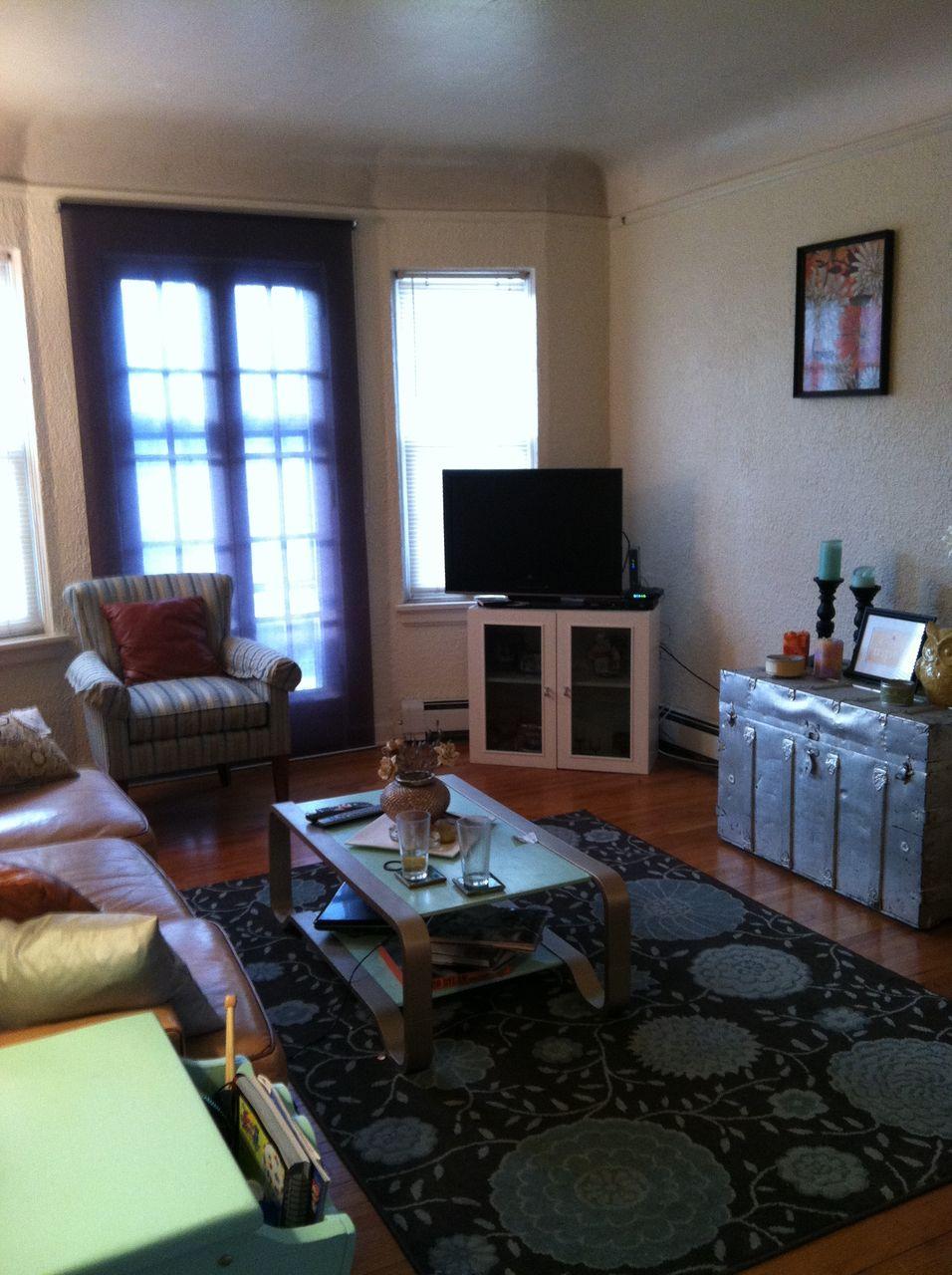 #101 Living room.jpg