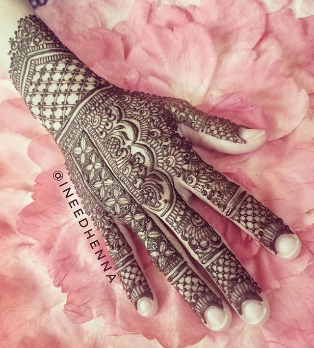 #bridalhenna #traditionalhenna #mehndidesigns #bridalmehndi #shaadi #shaadiideas #dulhan #desiwedding #shaadi #dulhandiaries #indianbride #desigirl #michiganhenna #michigan #michiganart #grandblanc #flint #detroit #srk #delhi