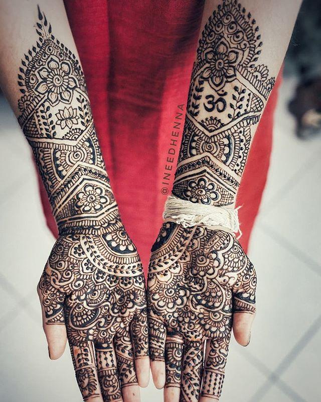 #bridalhenna #shaadimehndi #mehndidesign #simplehenna #dulhanmehndi #dulhan #shaadisaga #michiganhenna #bodyart #dulhan #indianbride #michiganwedding #hennainspire #hennainspo #hennalookbook #hennaideas #ineedhenna #desigirl #indianwedding #michiganmehndi #flint