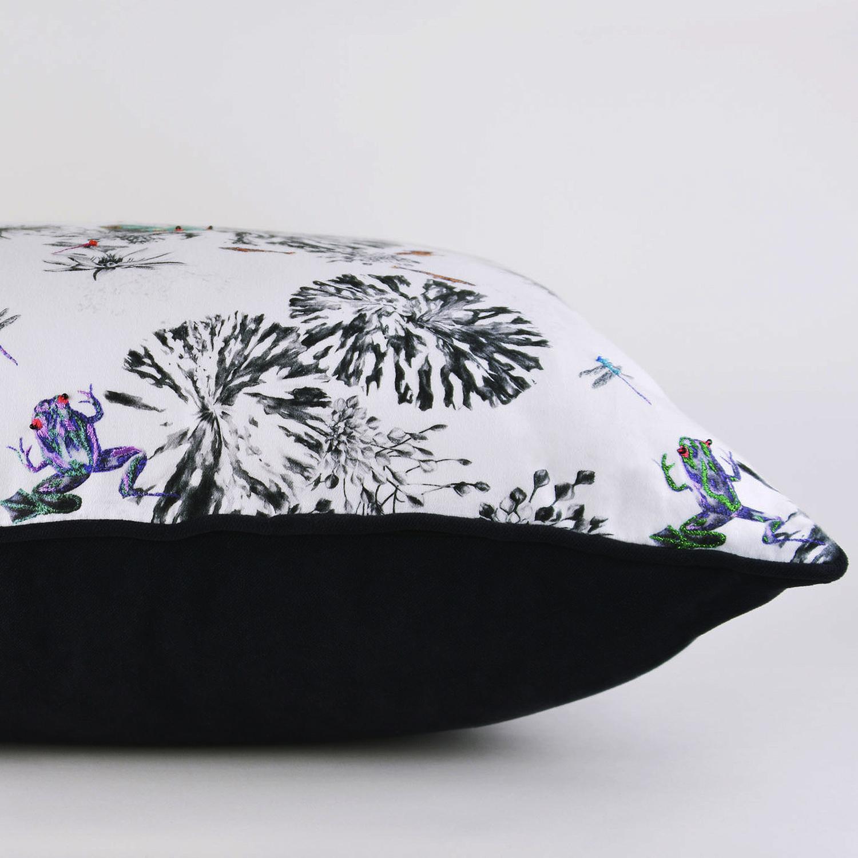 multi-frogs-on-a-lilypad-cushion-3.jpg