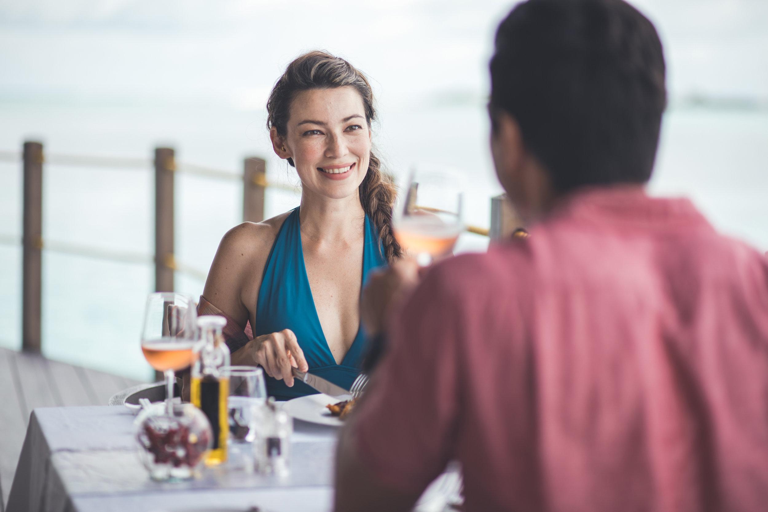 Kanv - Couple Dining_1.jpg