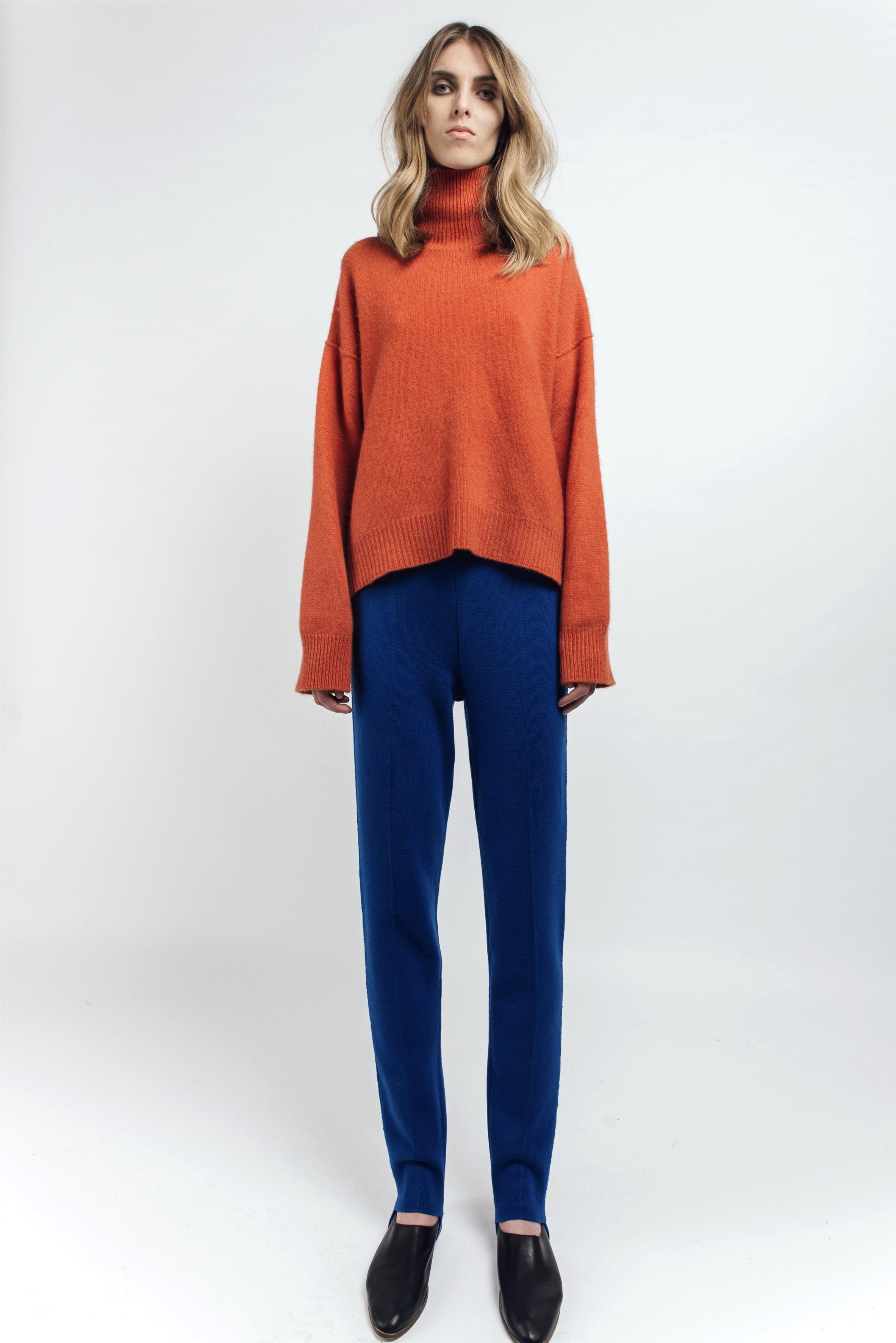 Oversized cashmere jumper in orange