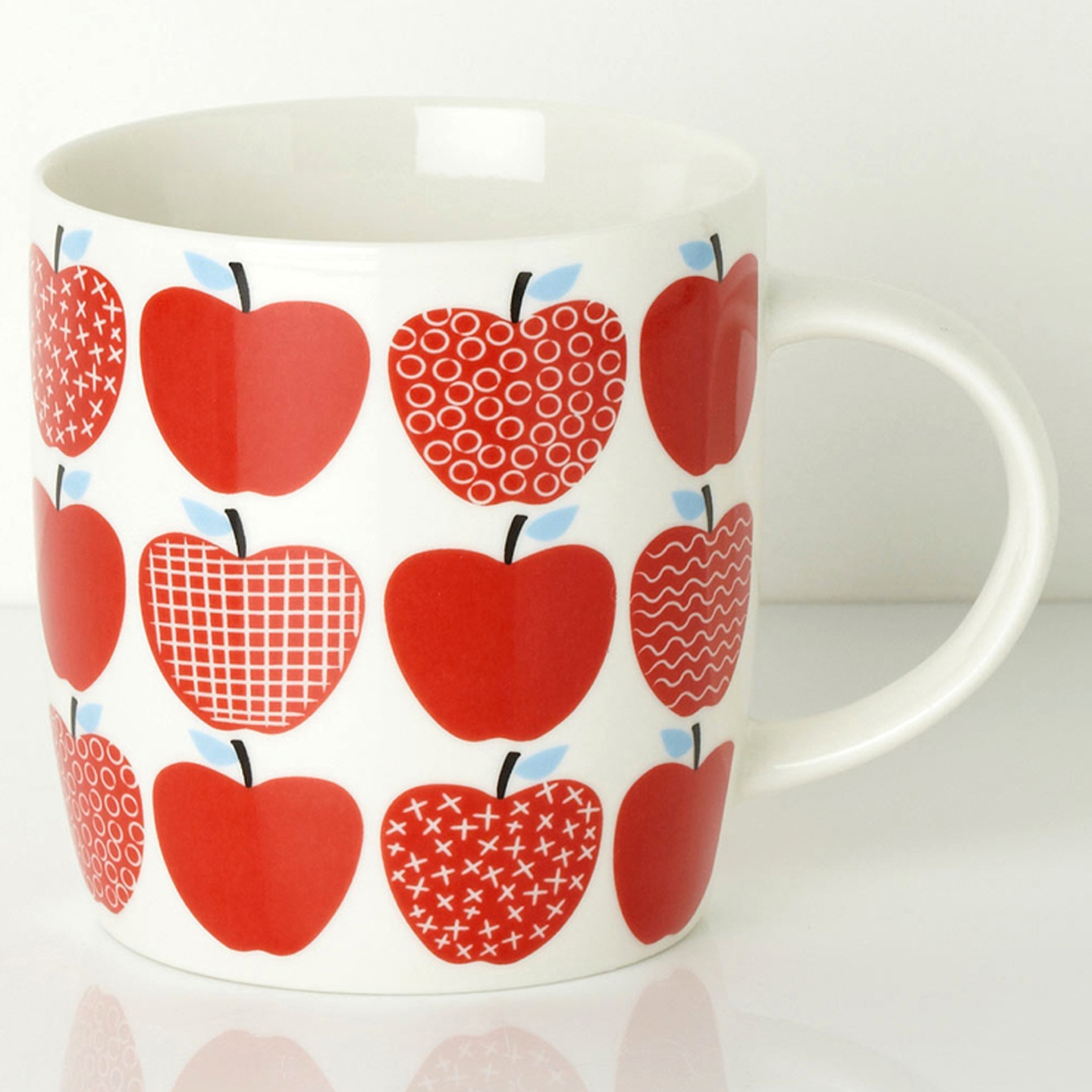 APPLE-MUG_Sarah-Papworth.png
