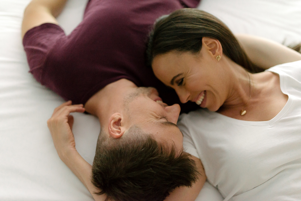Photography-by-renata-intimate-at-home-engagement-session-in-bed9.JPG