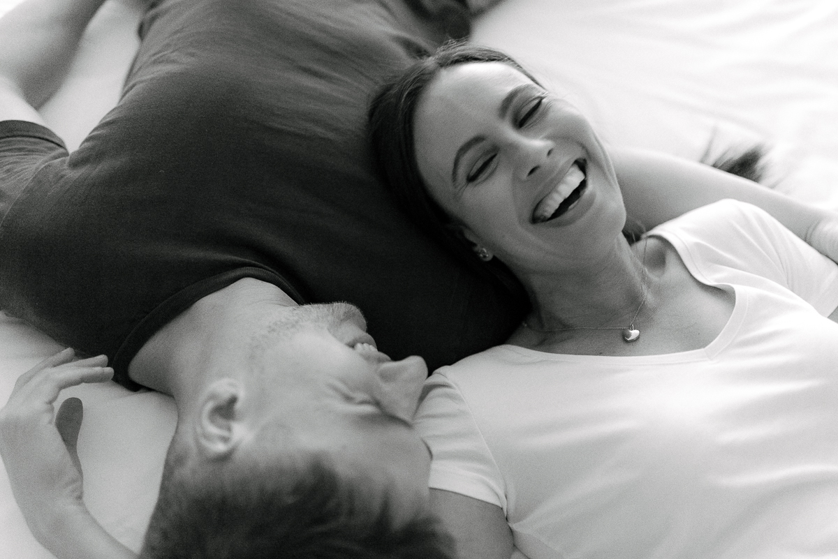Photography-by-renata-intimate-at-home-engagement-session-in-bed8.JPG