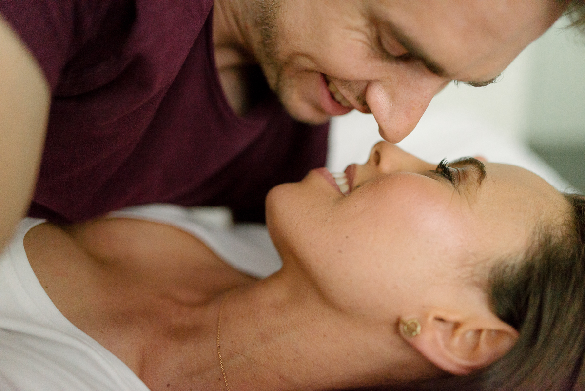 Photography-by-renata-intimate-at-home-engagement-session-in-bed22.JPG