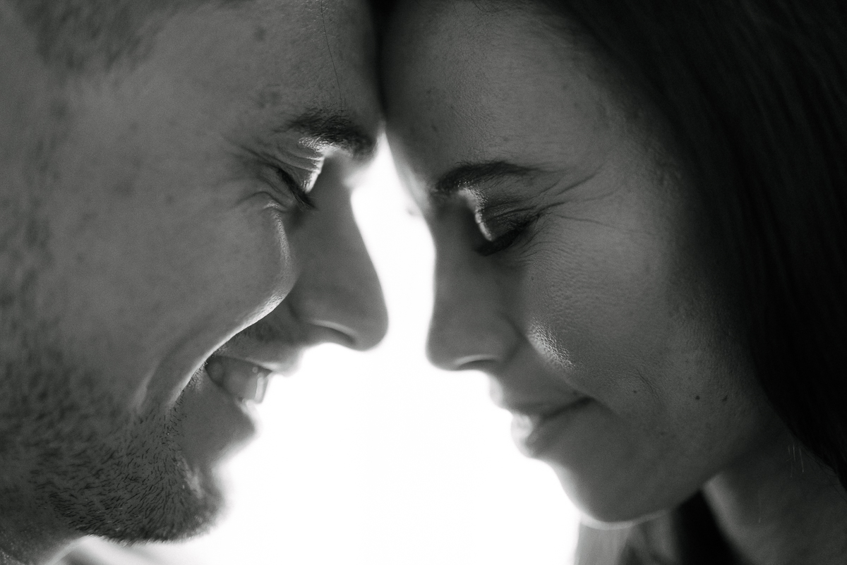Photography-by-renata-intimate-at-home-engagement-session-in-bed28.JPG