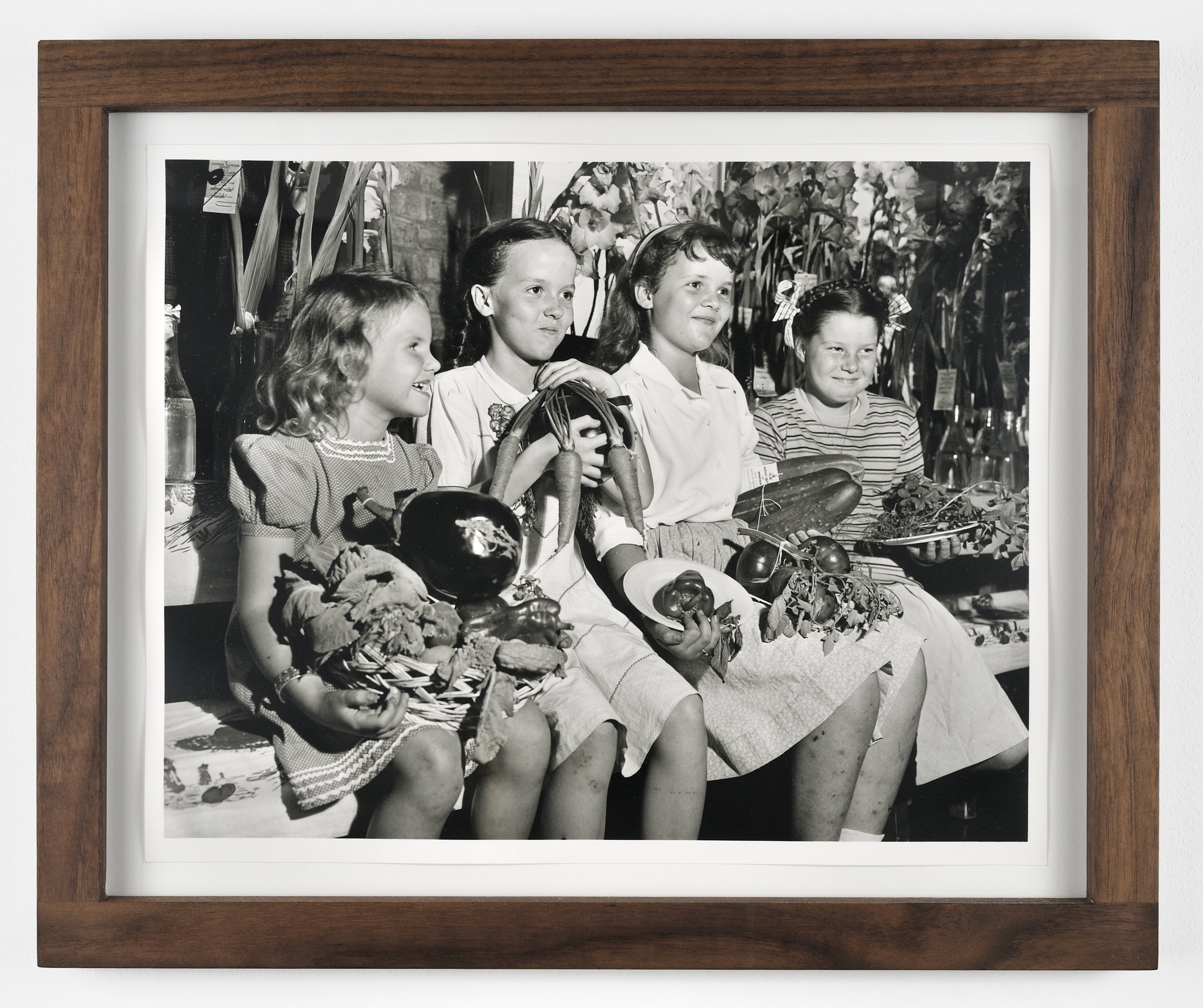 Victory Maidens, 1943-2011 black & white photo, walnut wood frame 35,6 x 43,2 cm - 14 x 17 inches