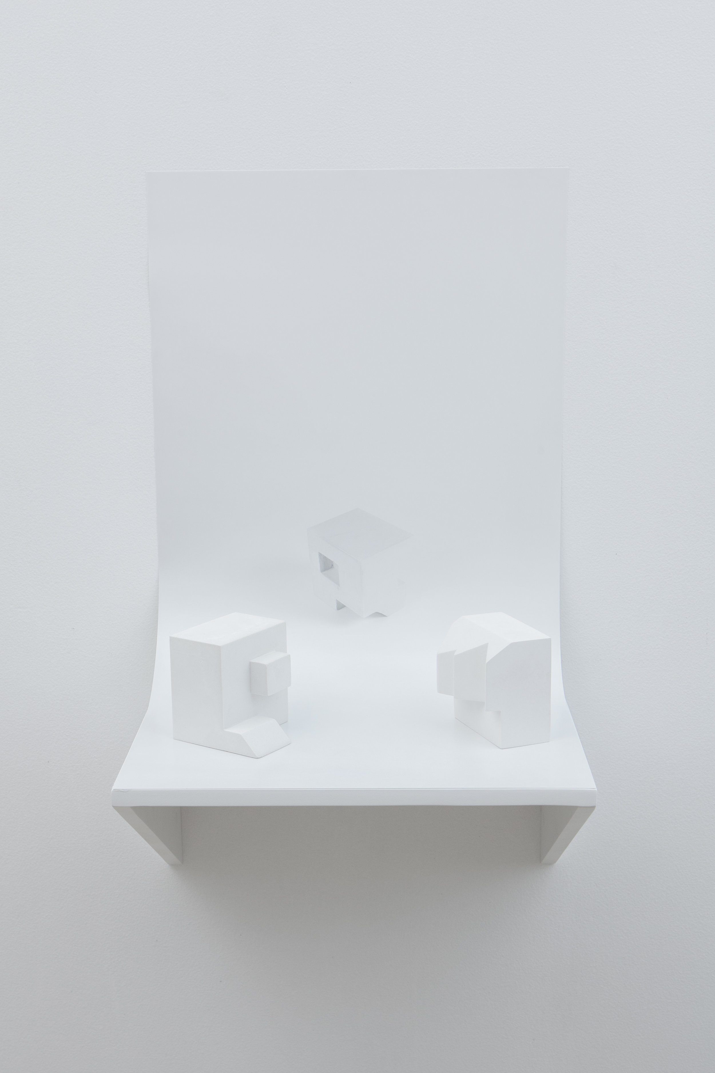 Julien Nédélec, AND SO ON, 2015 synthesis of plaster, painted wood, photography 70 x 39,5 x 30 cm - 27 1/2 x 15 1/2 x 11 3/4 inches