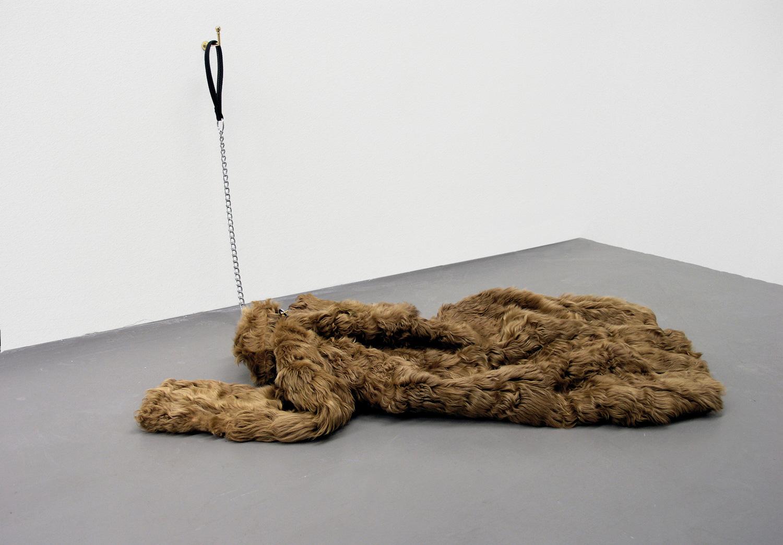 Ne me quitte pas , 2008 fur coat, leash, crochet 110 x 100 x 90 cm - 43 5/16 x 39 3/8 x 35 7/16 in