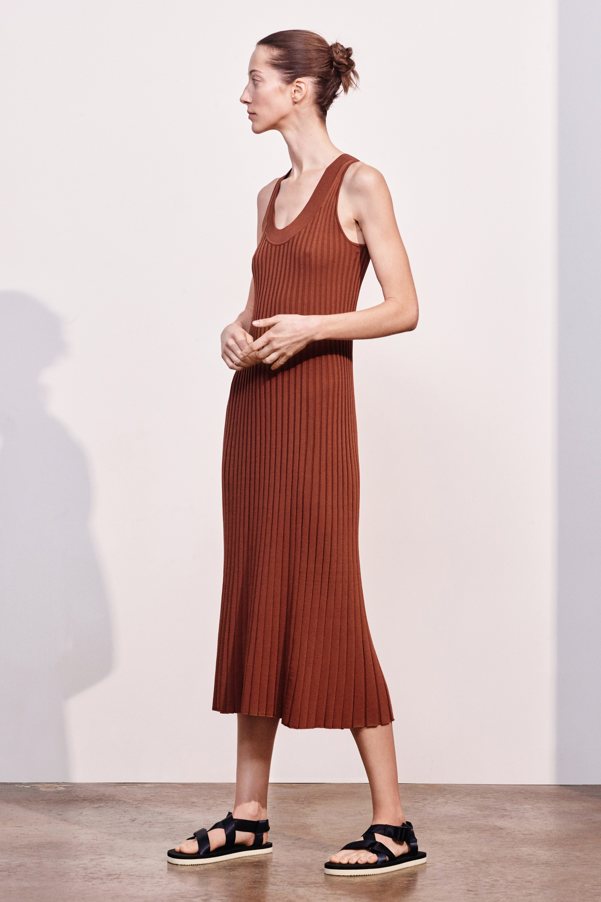 25-elizabeth-and-james-pre-fall-2017.jpg