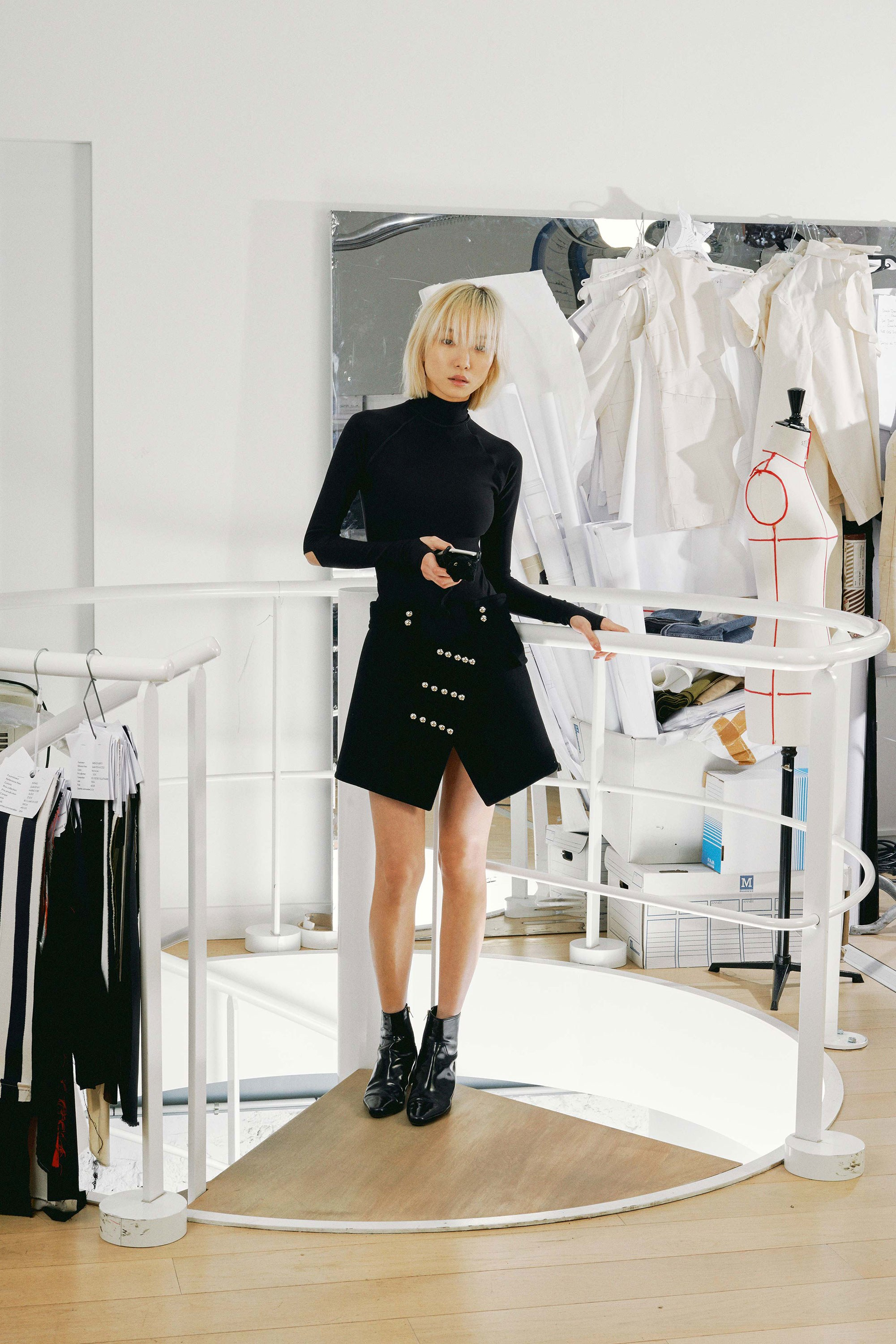 19-courreges-fall-2017.jpg