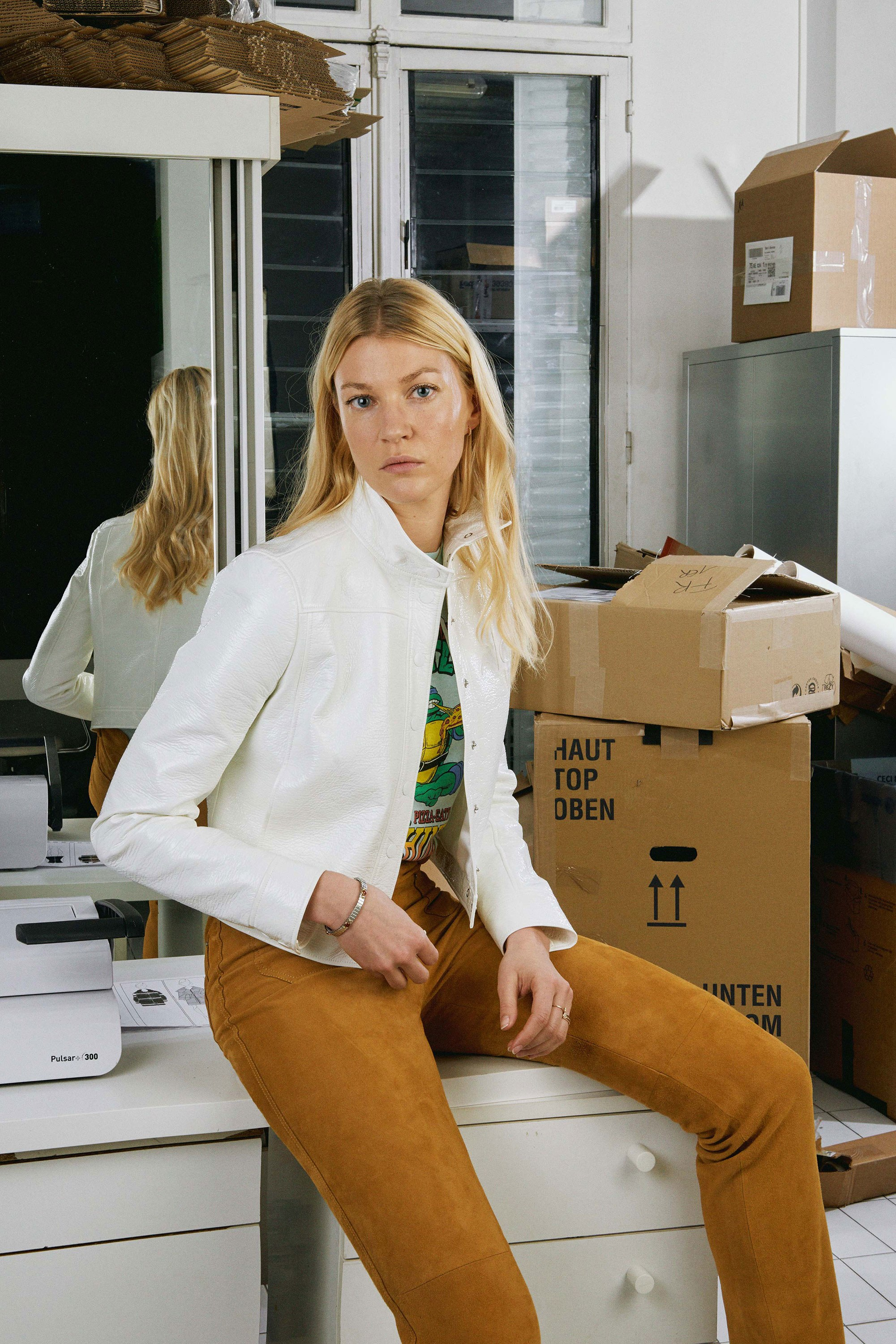 06-courreges-fall-2017.jpg