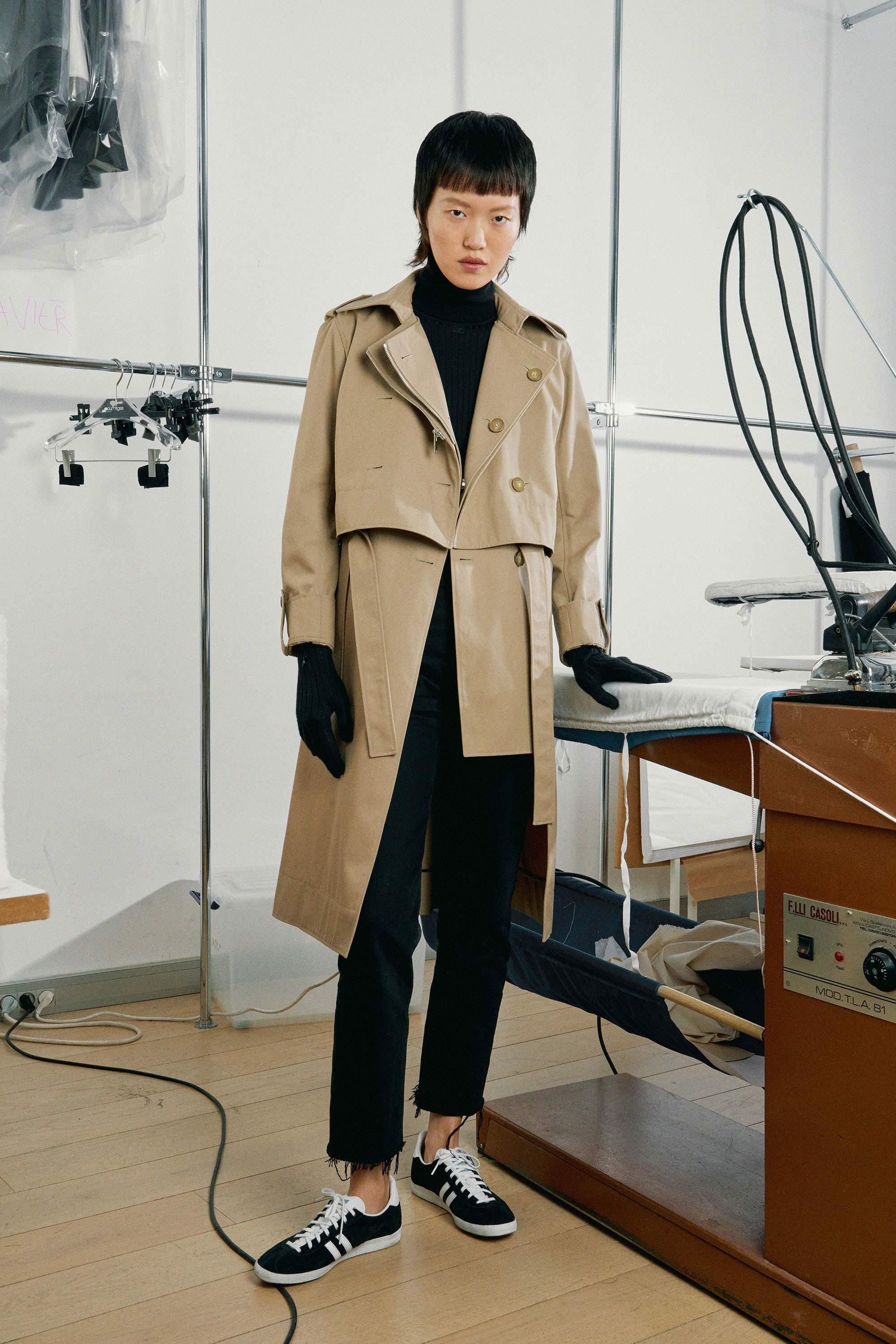 05-courreges-fall-2017.jpg