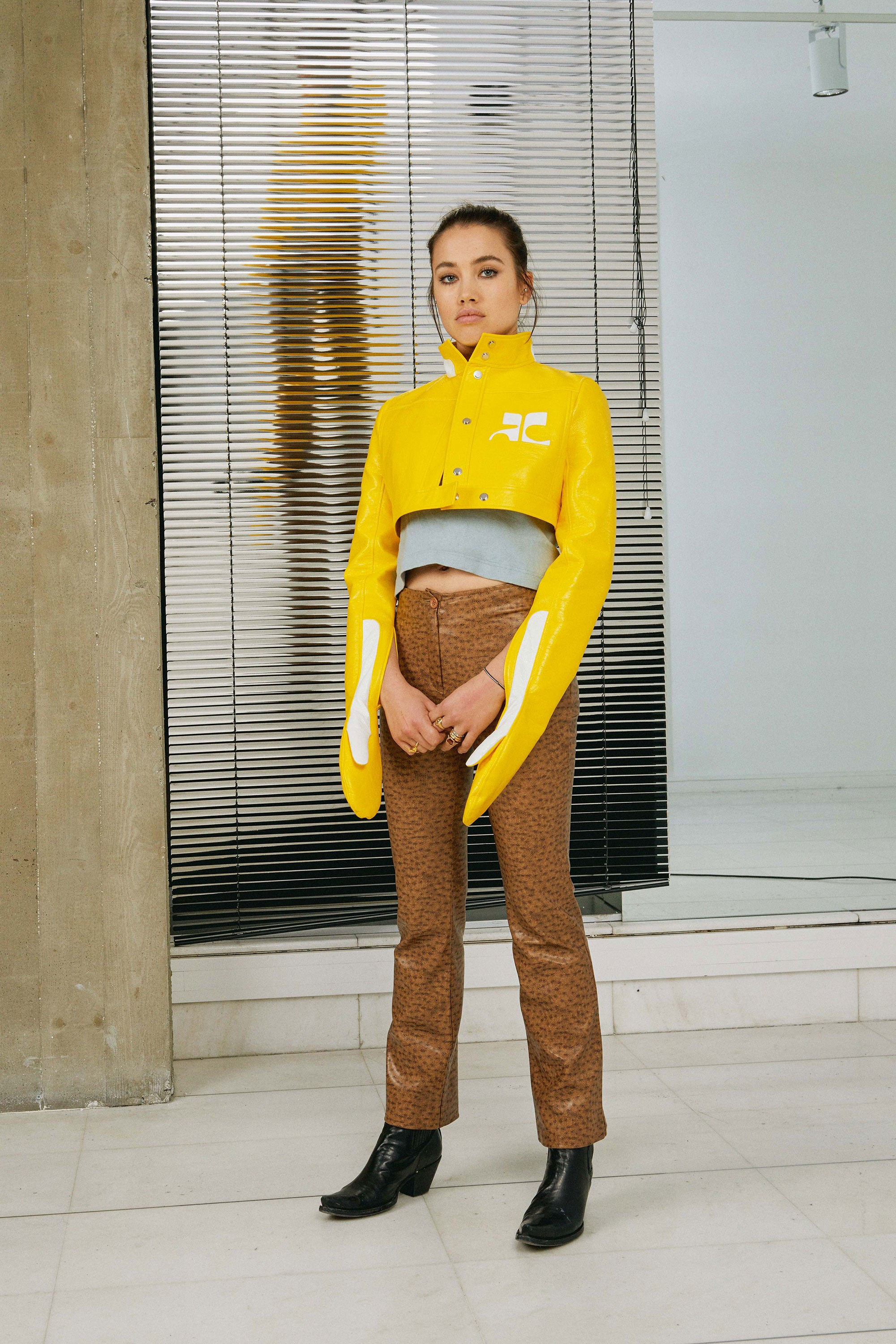 04-courreges-fall-2017.jpg