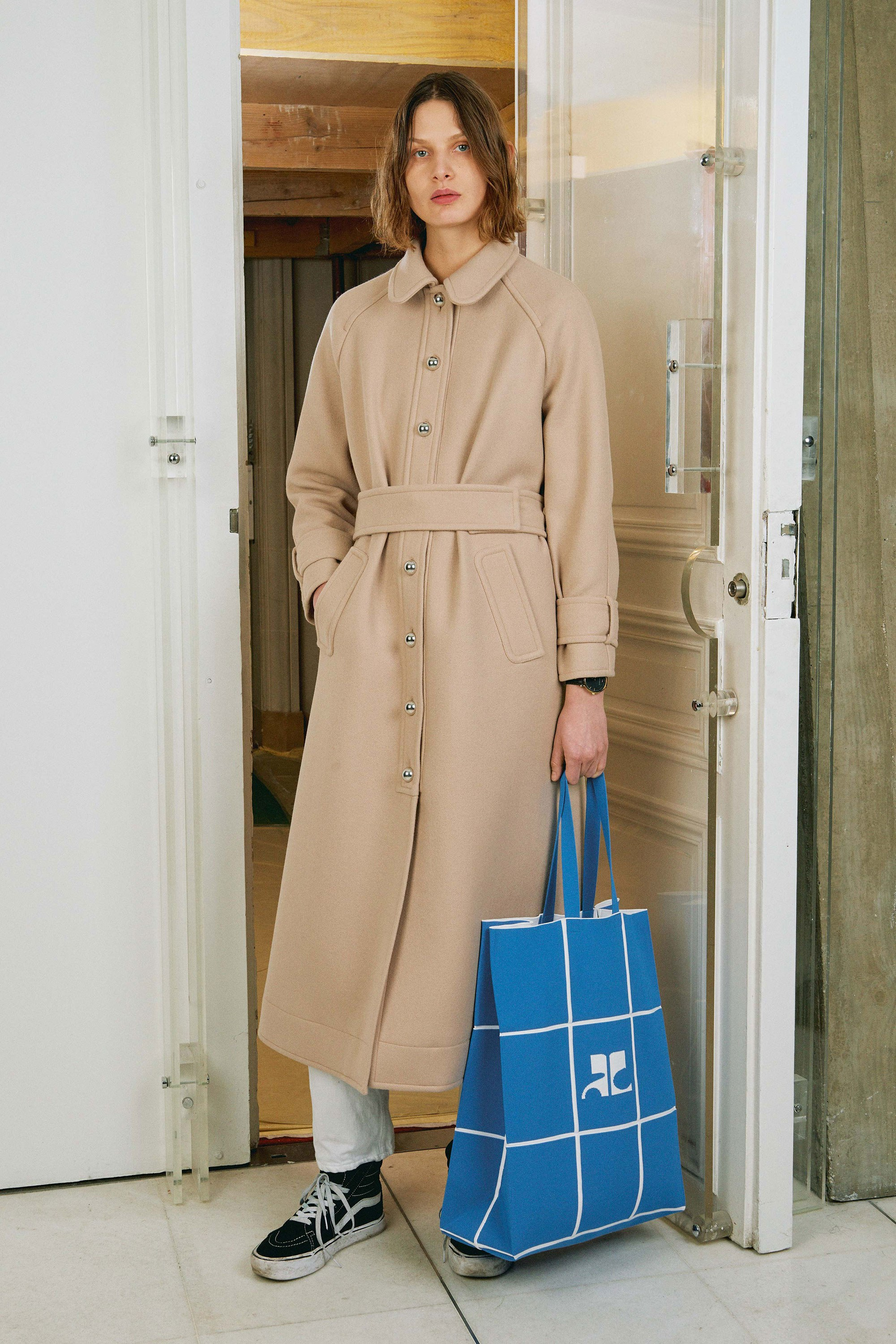 01-courreges-fall-2017.jpg