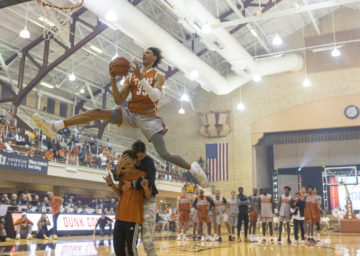 Hayes competing in Texas dunk contest by big12blognetwork.com