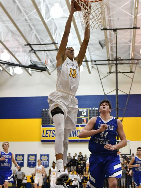 Hayes dunking against Cov Cath in 2016 by courier-journal.com
