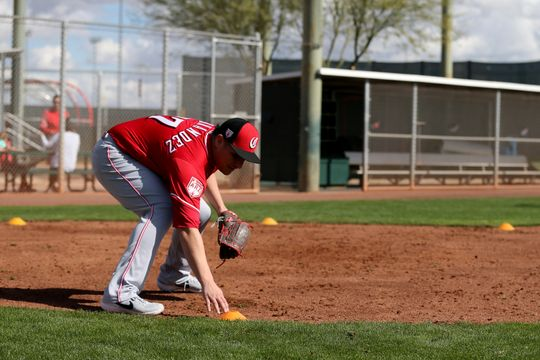 David Hernandez practicing fielding drills, Cincinnati.com