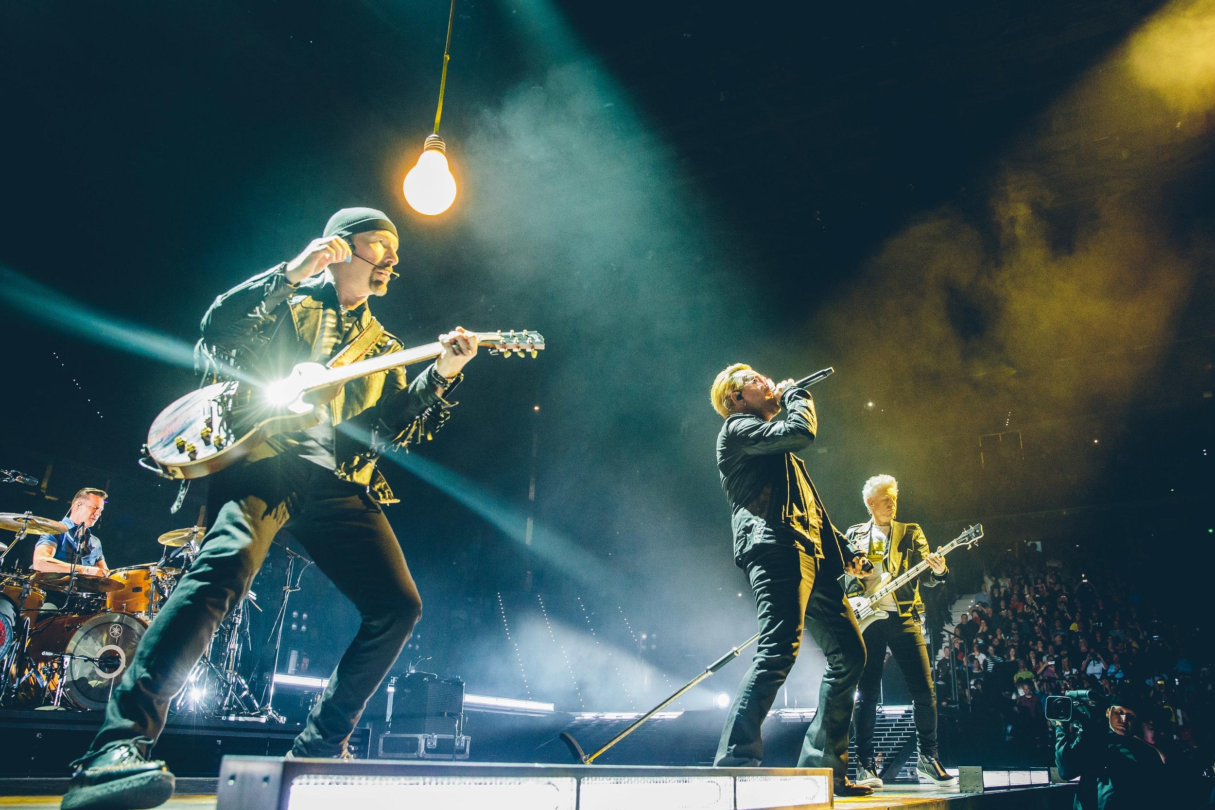 Bandet U2 har hatt samme besetning siden 1976, og omtales i foredraget  Trommer & Teamwork.